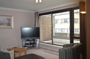 4 minute walk to Tower Bridge,2 bedrooms,top floor