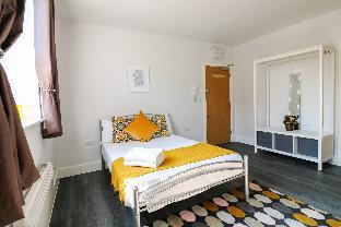Modern Apartment in Kingsbury F9